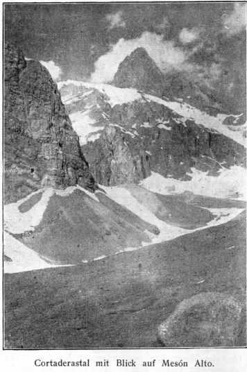 Valle del Cortaderas con vista al Mesón Alto