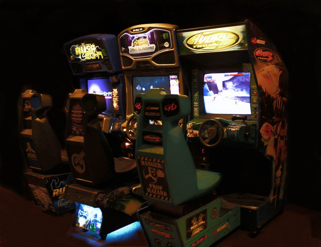 www.davesarcade.com driving video arcade games