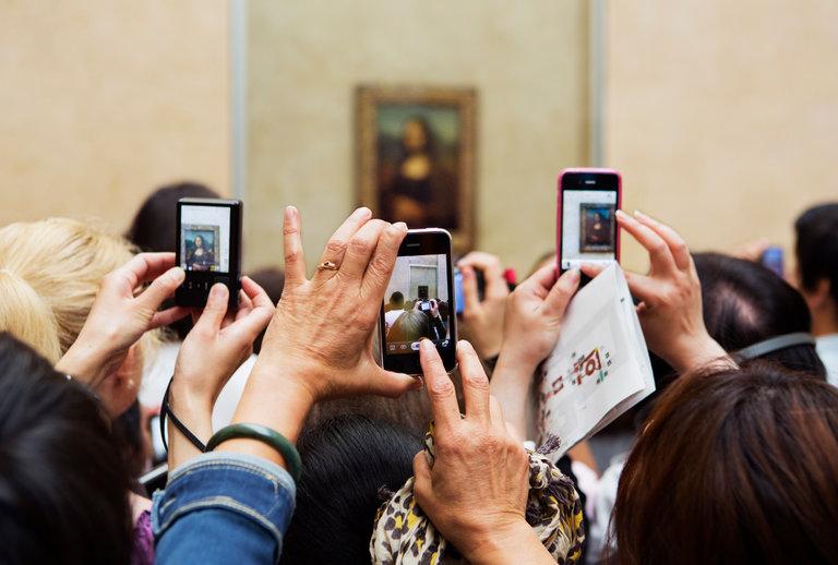 phones and the mona lisa
