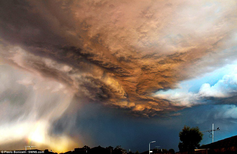 A  thunderstorm sweeps over the Melbourne suburb of Carrum Downs, captured  by Flavio Bonicelli.
