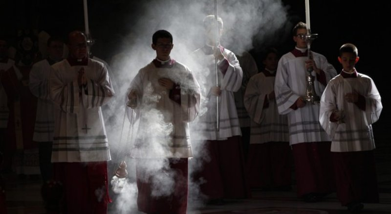 3 Easy Ways to Improve Your Worship Experience at Mass