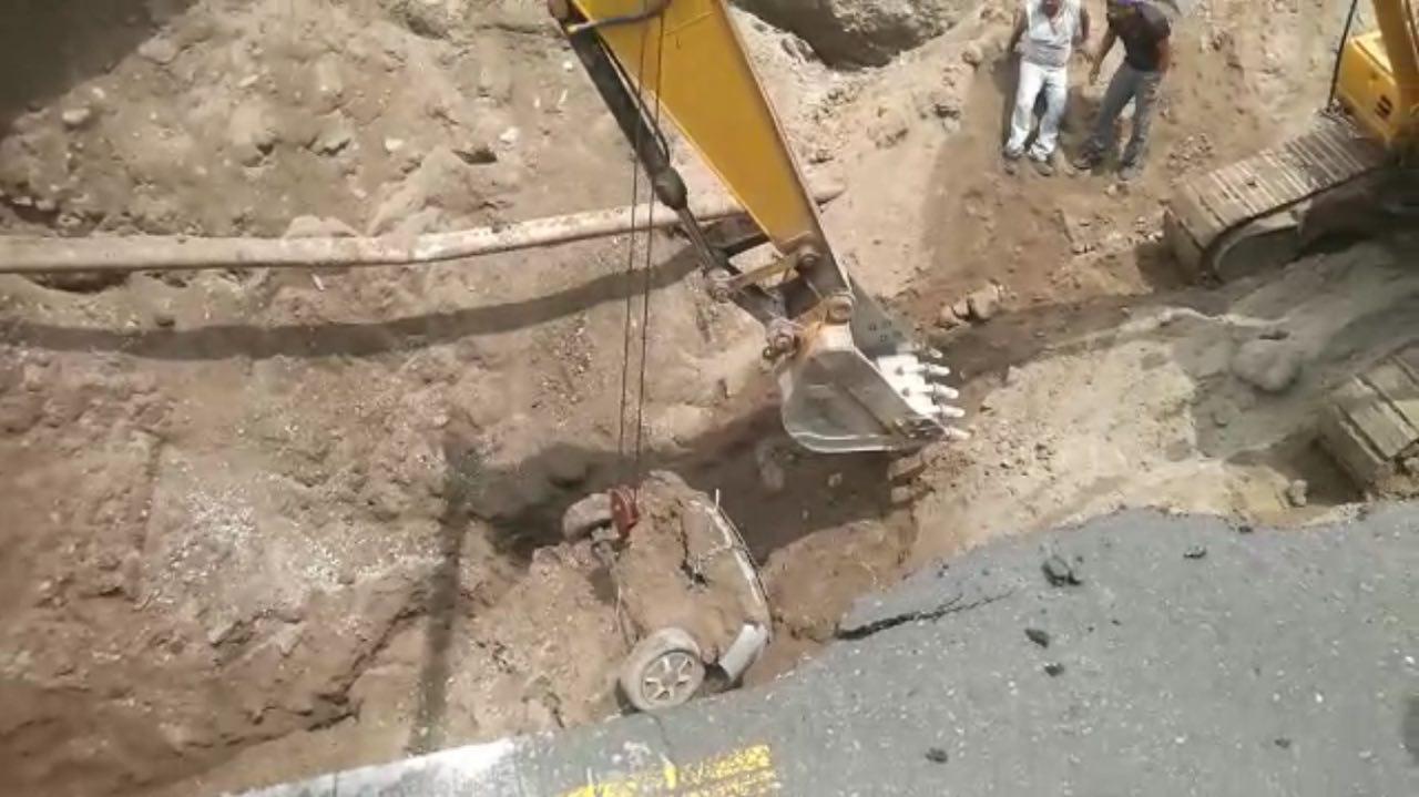 Achacan socavón a drenaje; recuperan dos cuerpos