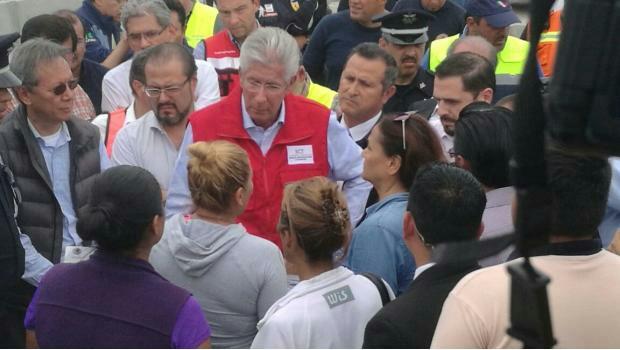 Ruiz Esparza quiere evadir responsabilidad en socavón: Graco