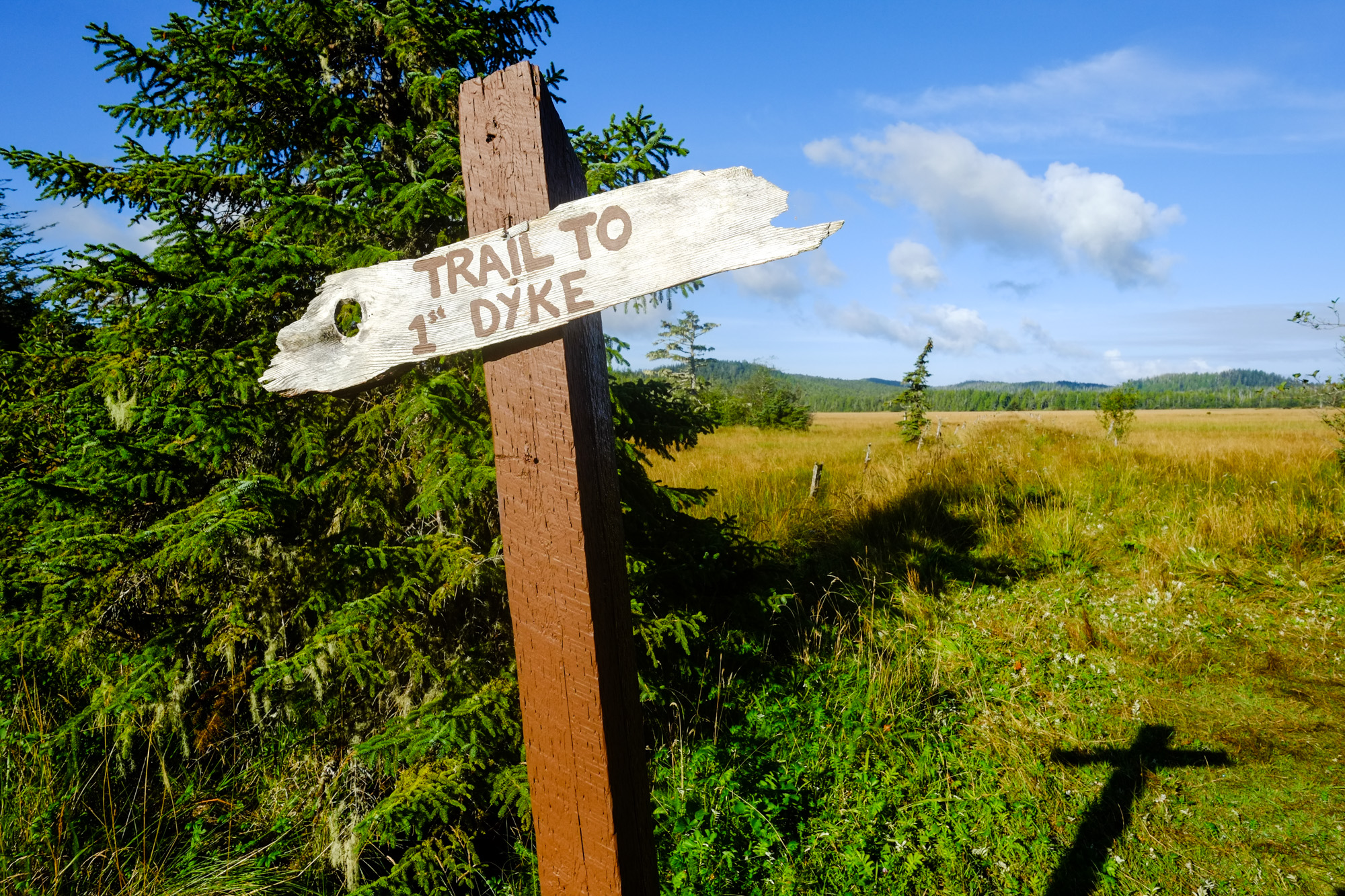 A sign points to the dyke trail.
