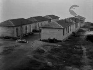 """Alcune delle """"casette asismiche"""", con quattro alloggi ciascuna, costruite nell'estate-autunno del 1930."""