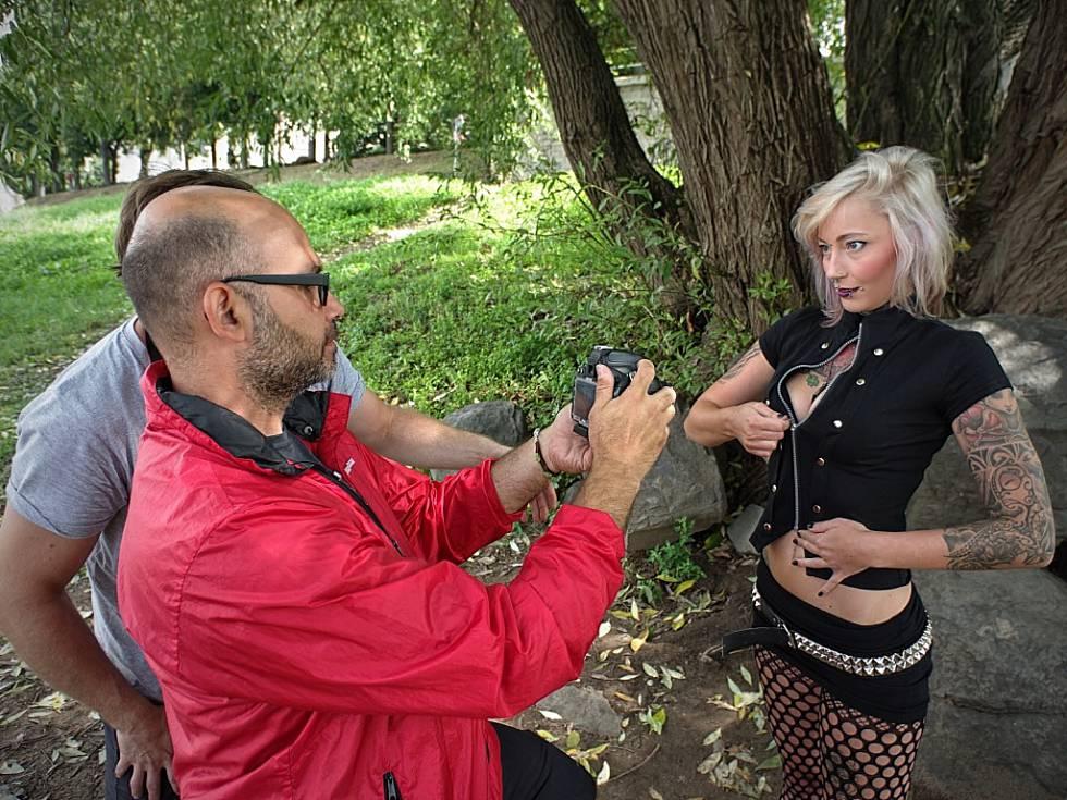 Vykoupej bábu, zaveleli Toxici a vrhli se do Labe. Foto Vladimír Mayer Toxic People www.toxicpeople.cz www.davidsury.cz
