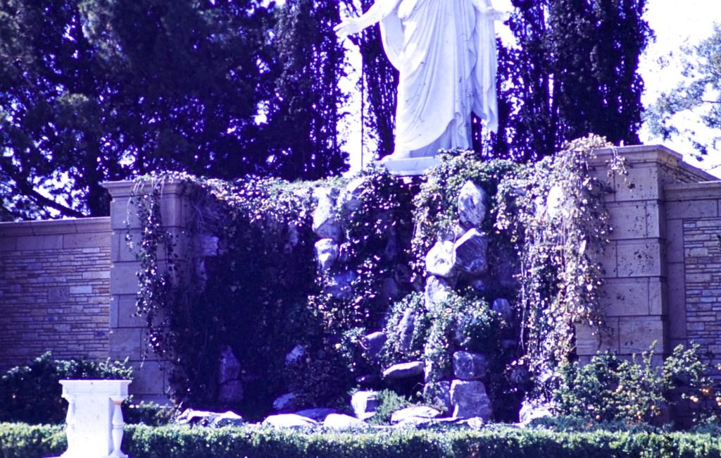 Forest Lawn – Christus Garden