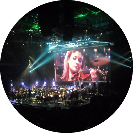 A circular image of violinist Shawna Trost performing at Star Wars in Concert