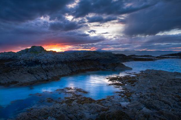 https://i2.wp.com/www.davidwhitestudio.co.uk/wp-content/uploads/2010/05/Coast-Bunacaimb-Mallaig-Scotland.jpg