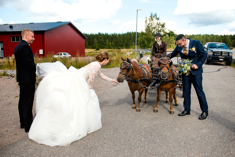 bröllop vårdnäs kyrka_bröllopsfotograf östergötland_23