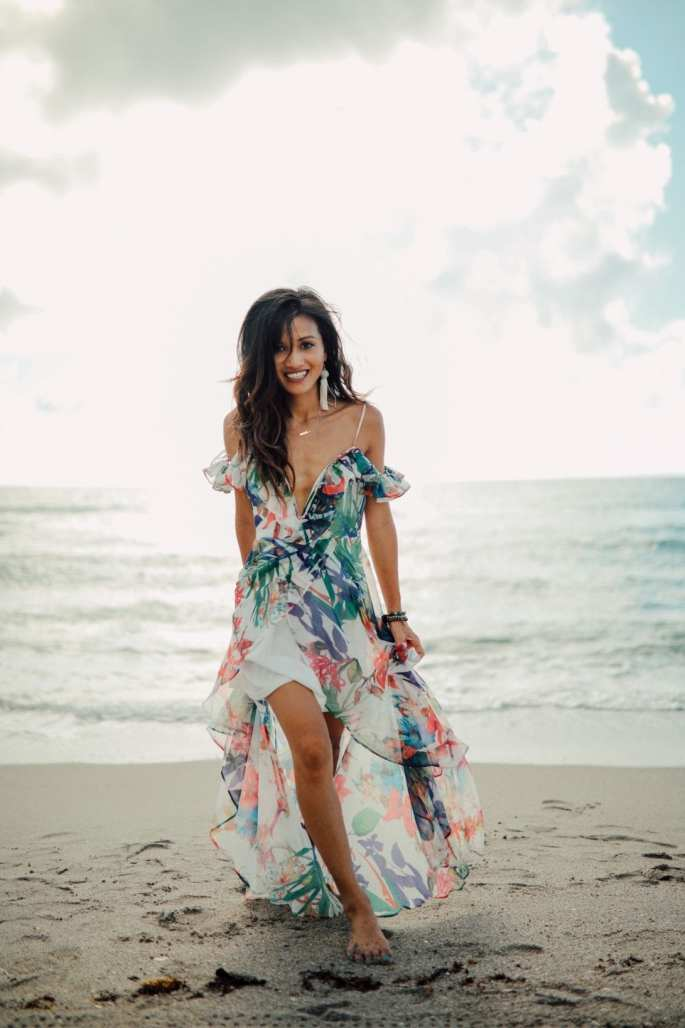 beach photoshoot, what to wear on the beach, what to wear at a photoshoot, ruffle maxi, floral maxi, beach style, summer dresses under $50, beach model, how to model, model poses