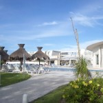 Grand Sirenis pool