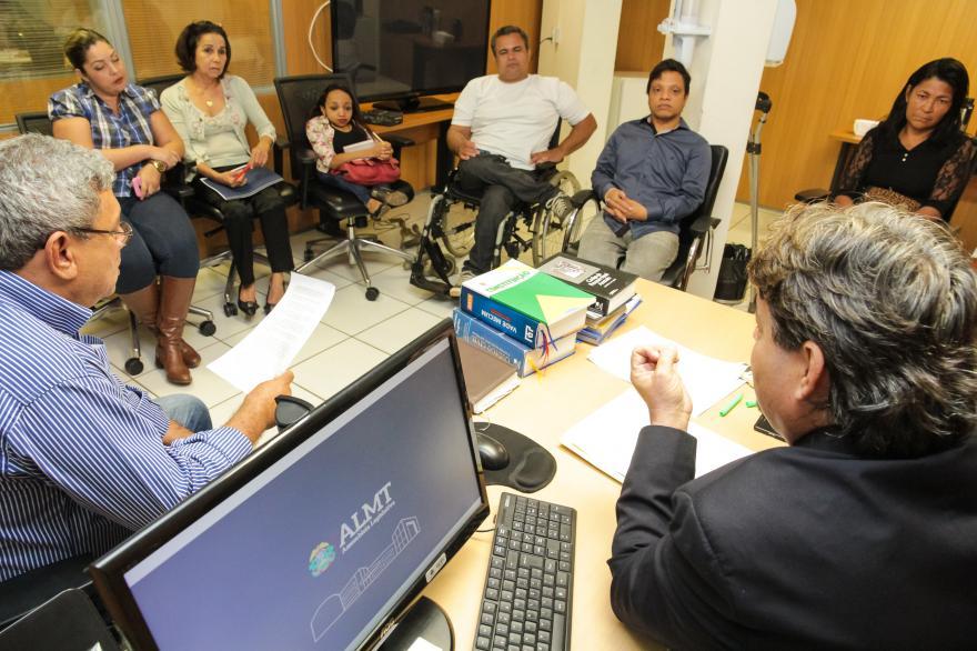 Deficientes físicos buscam apoio na Assembleia Legislativa