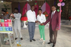 Presentation-of-gift-to-winners-of-Inter-school-debate-competition-in-Ondo-state