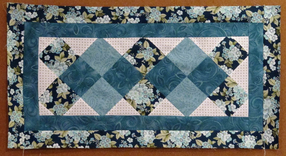 Prime 31 Beautiful Quilted Table Runners Pattern The Funky Stitch Home Interior And Landscaping Eliaenasavecom