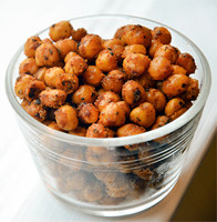 Schaaltje met een gezondere snack: pittige kikkererwten voor personal training