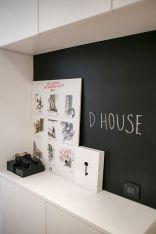 Dobro došli u D house i naš hodnik s zidom za pisanje koji služi kao dobar podsjetnik / foto: Borko Vukosav