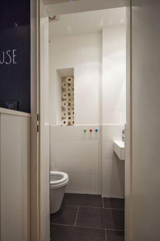 Situacije kada mane postanu prednost... Tako je nastala ova niša za wc papire / foto: Borko Vukosav