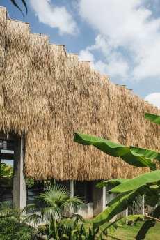 Concrete-House-Bali-by-Patishandika