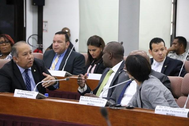 1DNA gastheer parlementaire overleg met Aruba2