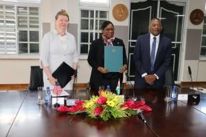 2Verenigde Staten en Suriname ondertekenen Update Air Transport Agreement