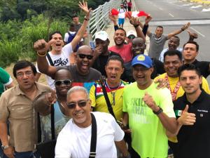 Sportjournalisten uit Suriname, Puerto Rico, Mexico en Cuba, op een tour door de stand Santander, Colombia (foto: VSJS)