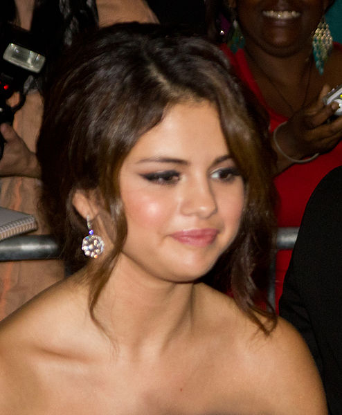 Selena Gomez In Emergency Room for Unknown Illness (PHOTO: Tabercil)