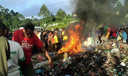 Accused witch burned alive in Papua New Guinea (PHOTO)