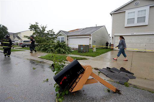 2 deaths linked to thunderstorms
