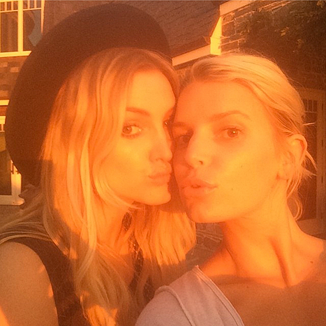 Ashlee (left) and Jessica Simpson posed for a sunset Instagram picture on Sunday, Aug. 3.