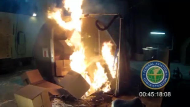 FAA warning e-cigarettes: FAA Warns Packing E-Cigs in Luggage a Fire Risk