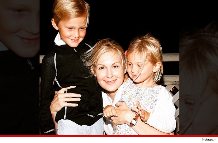 Kelly Rutherford refuses to return kids to Monaco
