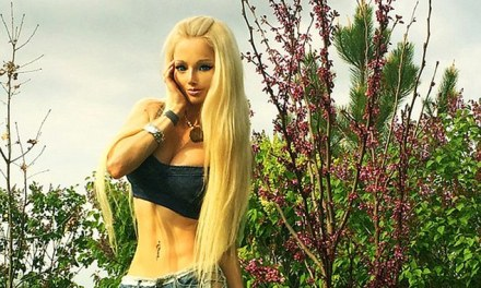 Valeria Lukyanova Abs:  New Human Barbie Pics Were Were Photoshopped