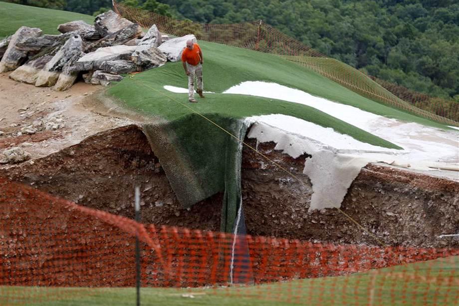 Massive Sinkhole Appears On Missouri Golf Course (PHOTO)