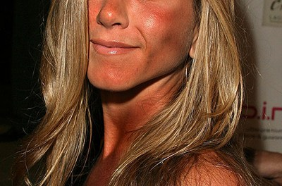 "Aniston Tanning Intervention: ""Let's just quit while we're ahead"" (PHOTO)"