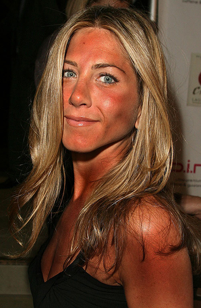 """Aniston Tanning Intervention: """"Let's just quit while we're ahead"""" (PHOTO)"""
