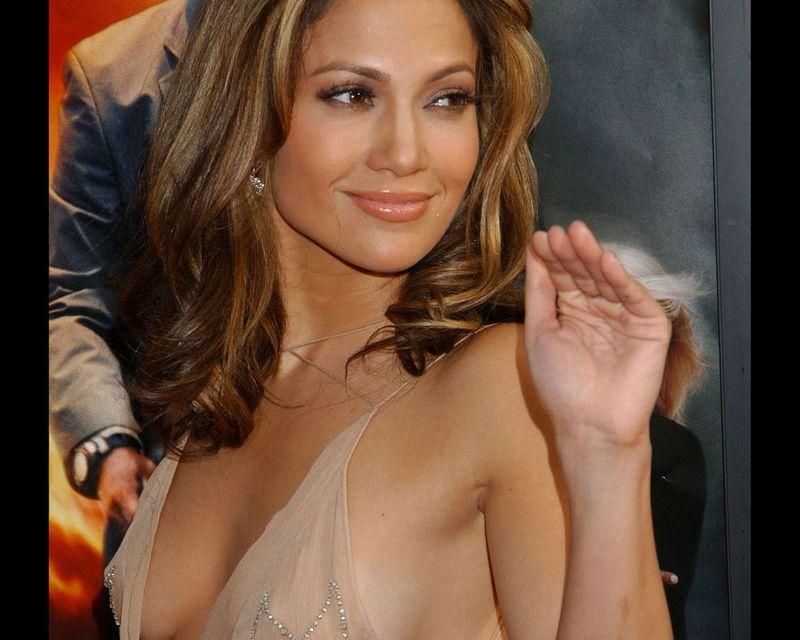 Jennifer Lopez Faces Concert Backlash For Shaking Her Arse On TV