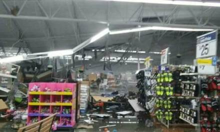Tornado Wal-Mart: Tornado Smashes Through Walmart in Troy, Alabama