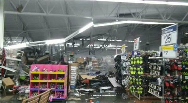 Tornado Wal-Mart: Tornado Smashes Through Walmart in Troy
