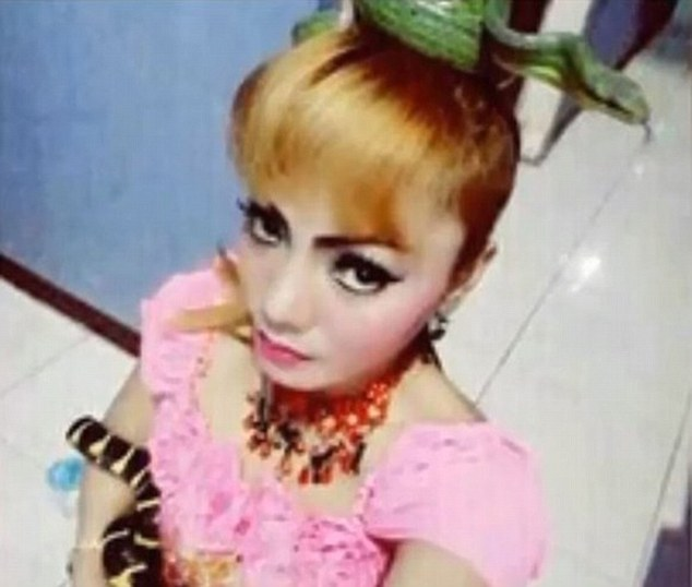 Indonesian pop star dies from cobra bit
