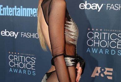 Bella Thorne Without Underwear at Awards