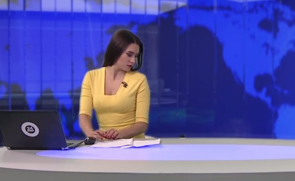 Dog interrupts Russian news broadcast, Jumps On Desk