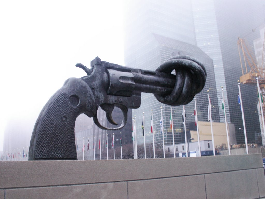 https://i2.wp.com/www.dcclothesline.com/wp-content/uploads/2014/09/un-headquarters-new-york-gun-statue.jpg