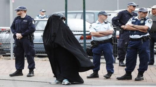 muslim-woman-in-burqa-in-australia