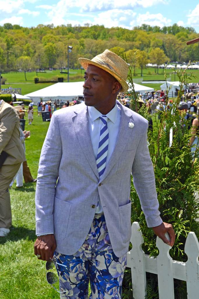 DCFashion-Fool-on-fence at the Virginia Gold Cup