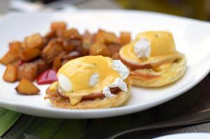 Eggs Benedict - Brunch in the Yard