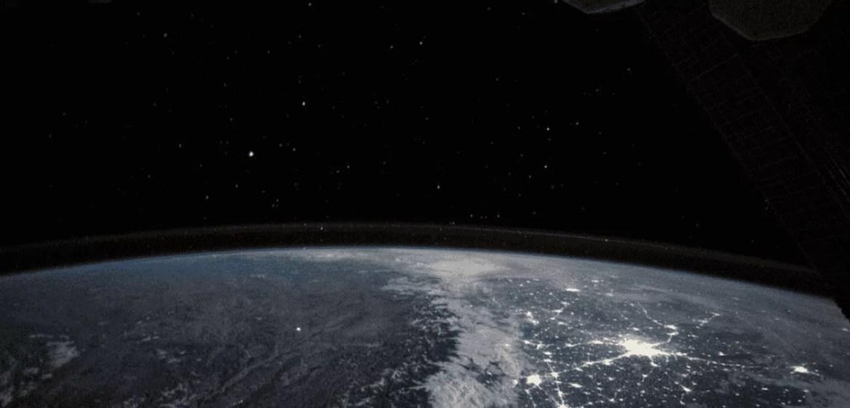 Foto tirada da Estação Espacial Internacional, onde Cruise filmará seu filme