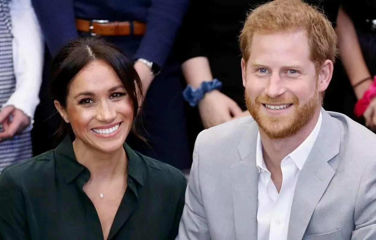 Harry e Meghan assinam contrato