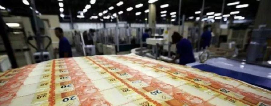 casa da moeda, fileira de cédulas de 20 reais sendo impressas