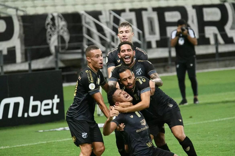 Derrota para o Ceará culminou na saída de Coelho, e chegada de um novo técnico no Corinthians